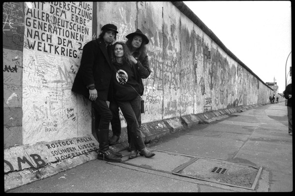 Pierced Arrows at the Berlin Wall (Photo: Simone-Muller)