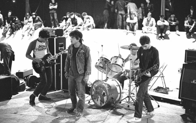 Short Sweet 'Sex': Circle Jerks' Debut at 40